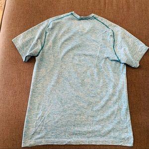 Lululemon Vent tech size M men shirt